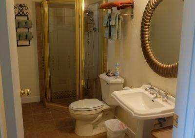 Garden Bathroom in Seams Like Home bed and breakfast