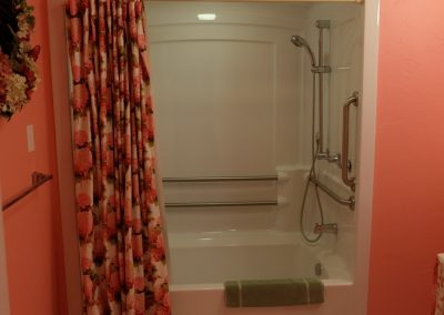 Hydrangea Bath Room in Seams Like Home bed and breakfast